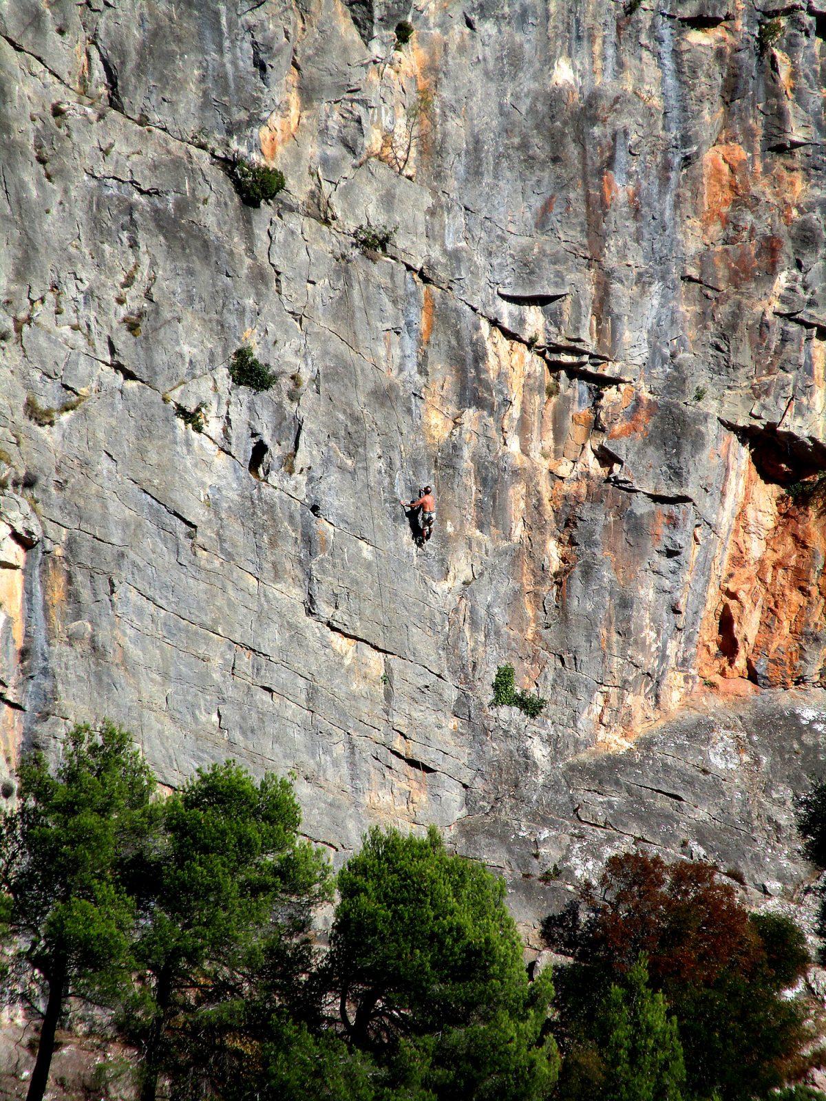 Rock climbing in Caunes-Minervois and Les Gorges de la Cesse (Minerve)